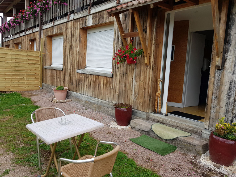 Petite terrasse devant le studio