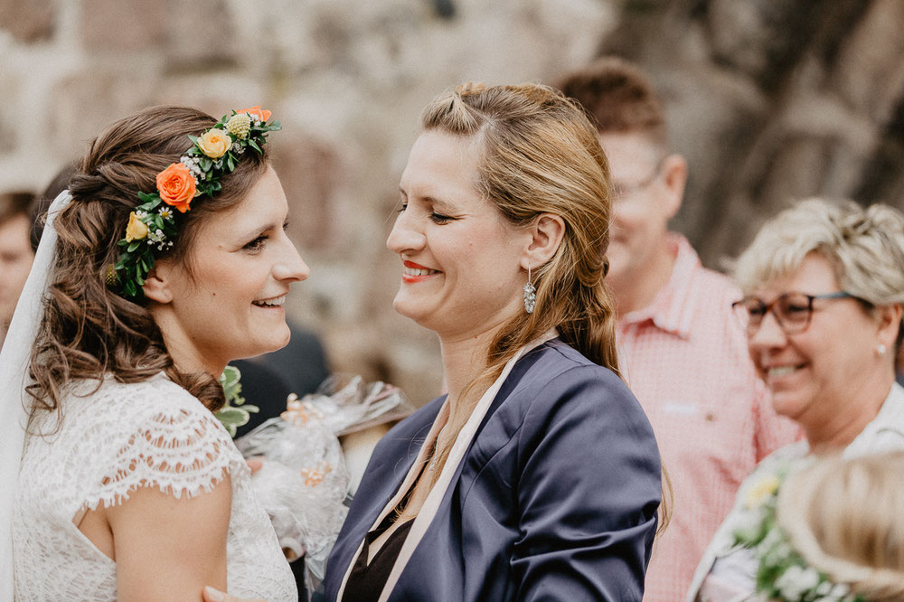 Bild: Hochzeitsgesellschaft Trauung Hochzeit Hochzeitsreportage Hochzeitsfotos Hochzeitsfotograf Kirche Templin