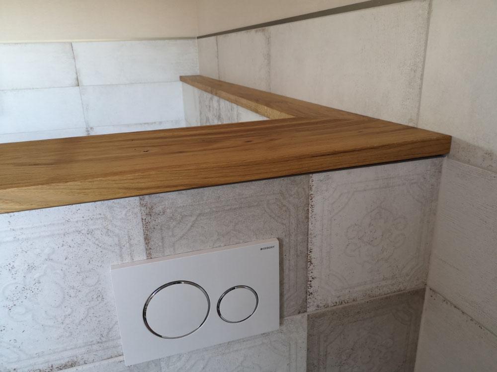 Es wurde ein ganzer Eichenstamm gekauft, getrocknet, aufgesägt und verarbeitet - Fensterbänke für alle Räume + Ablage im Bad!