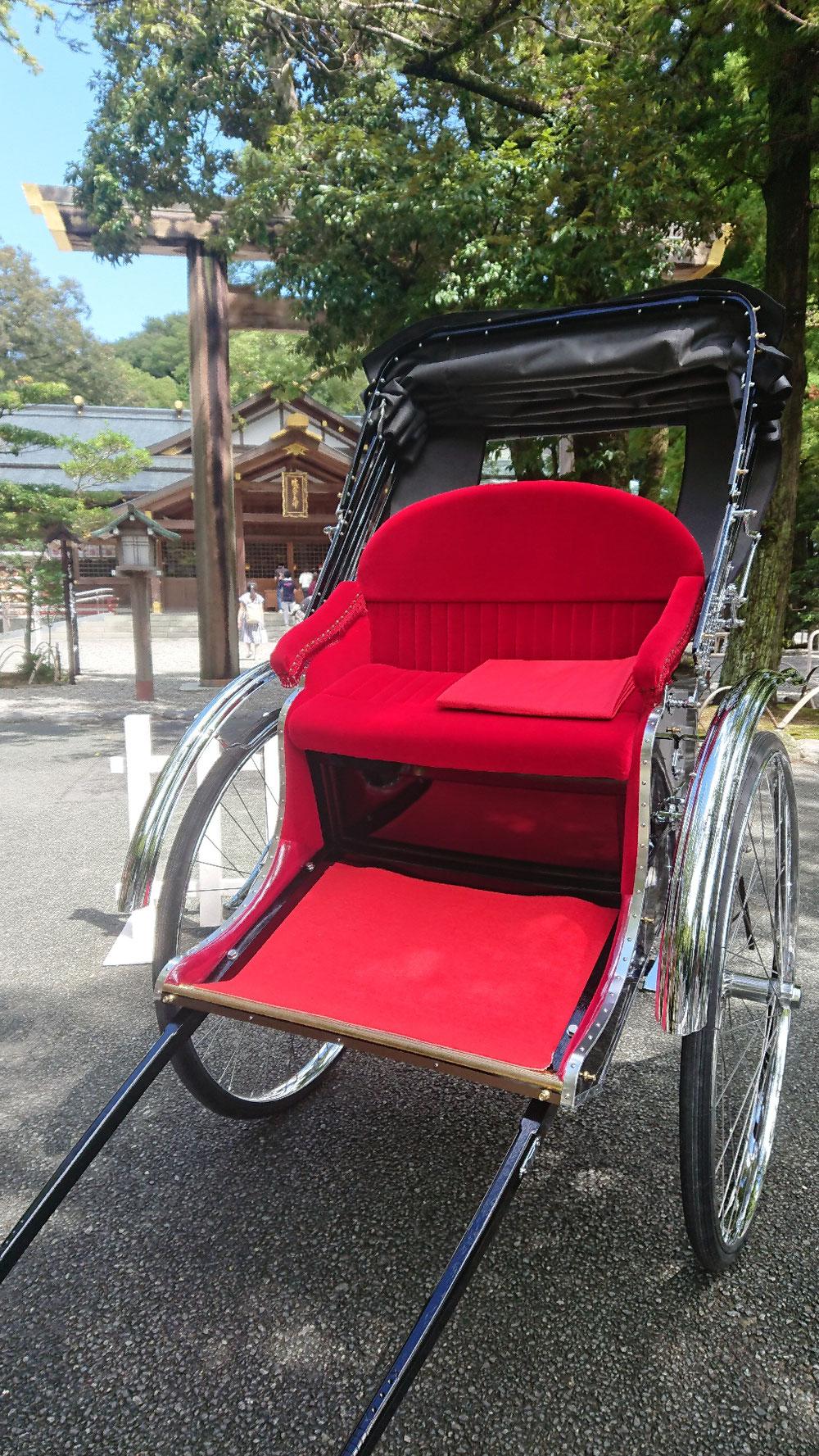 猿田彦神社にて交通安全のご祈祷を受けた相棒人力車🌈