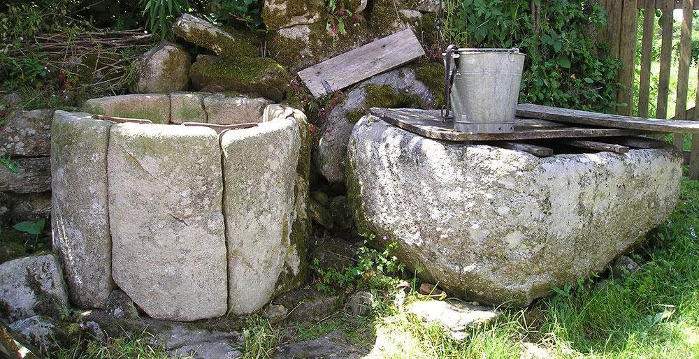 Deux vasques en pierres