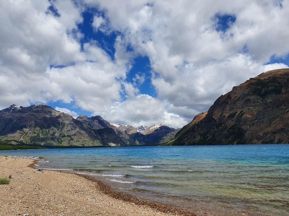 Und das ist er - der Lago Jeinimeni. Schon auch hübsch