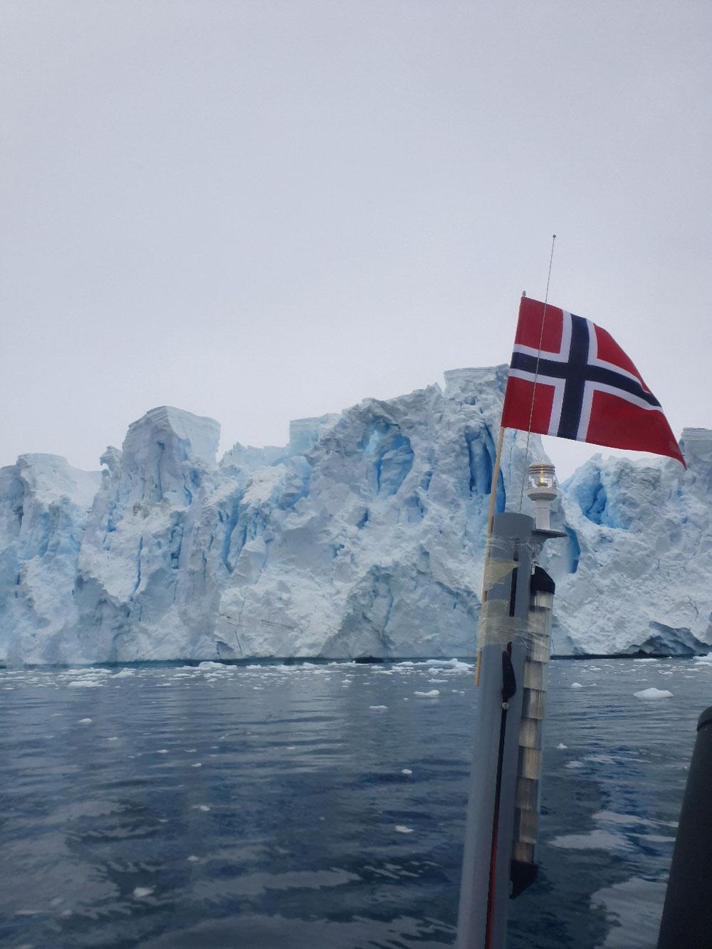 Eisformationen der Gletscherkante