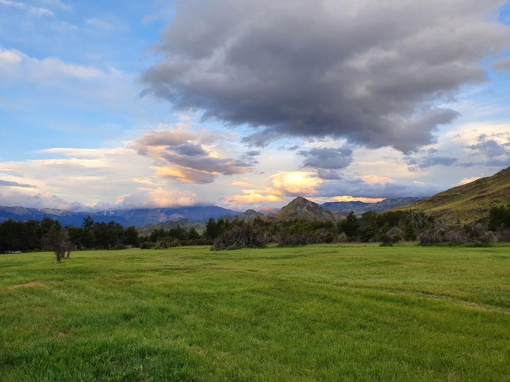 Abenddämmerung am Campingplatz im Valle Chacabuco