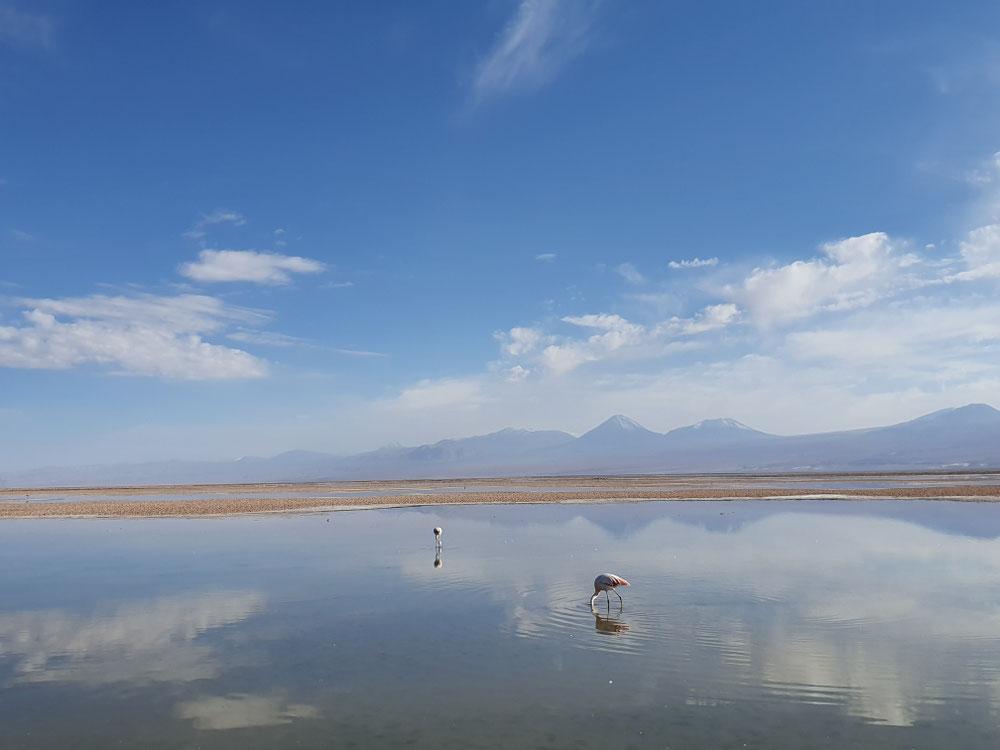 ...gleicher Ort, nur mit Bergen im Hintergrund und sich spiegelnden Wolken