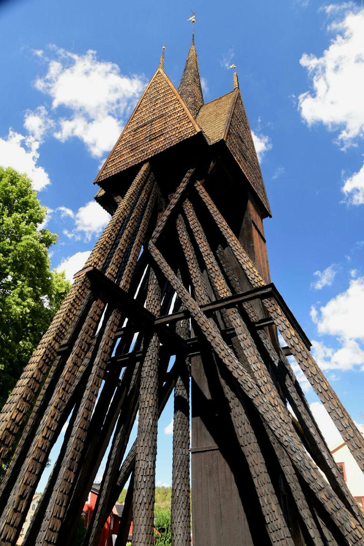 ... und hat einen der eigentümlichsten Glockentürme, den ich je gesehen habe