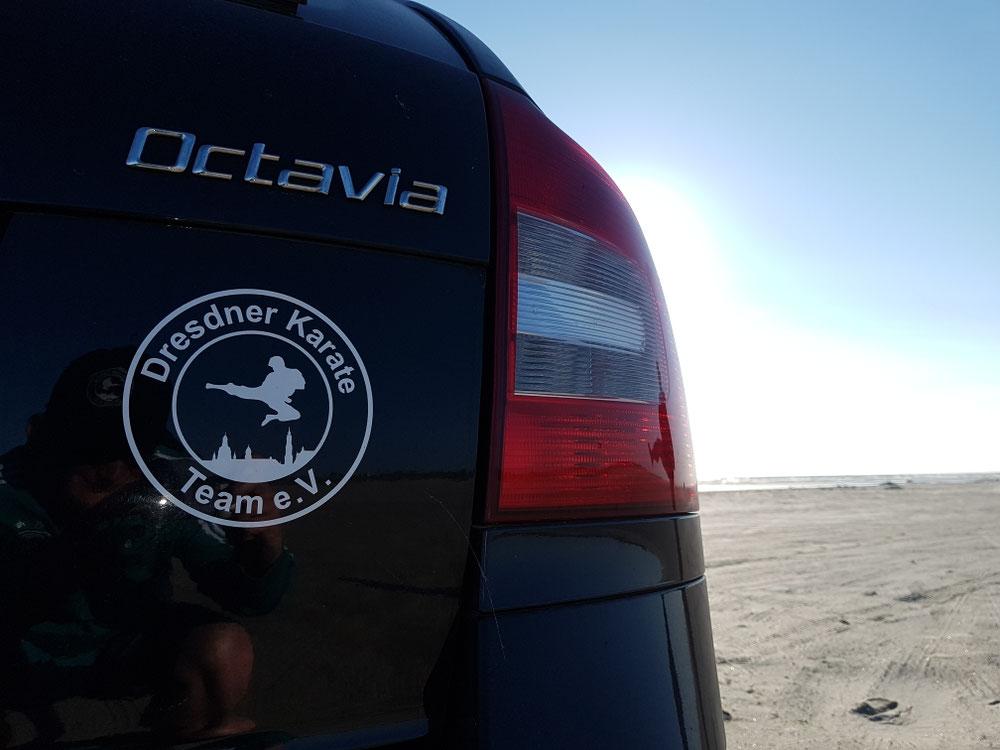 Das Auto - Team am Strand