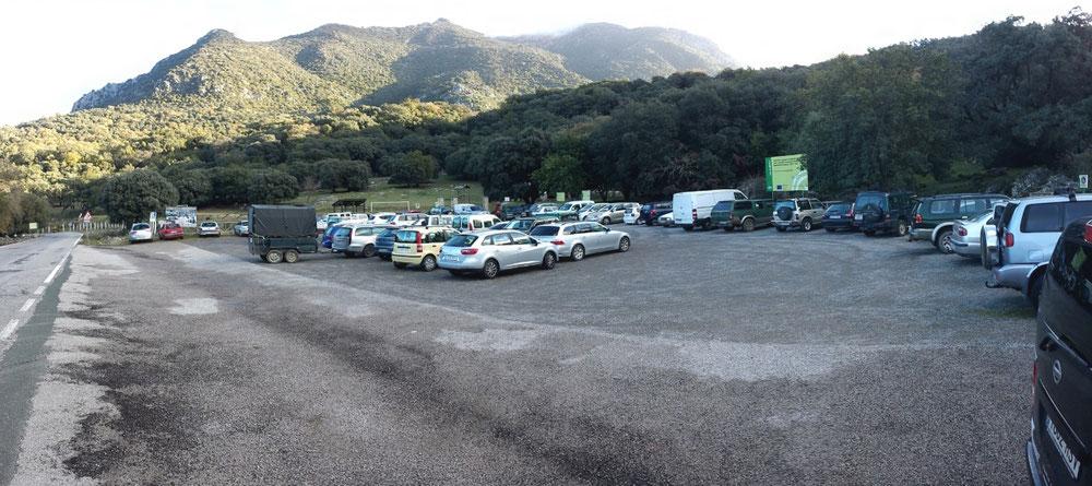 Diesen Parkplatz kennen wir eigentlich nur komplett frei.