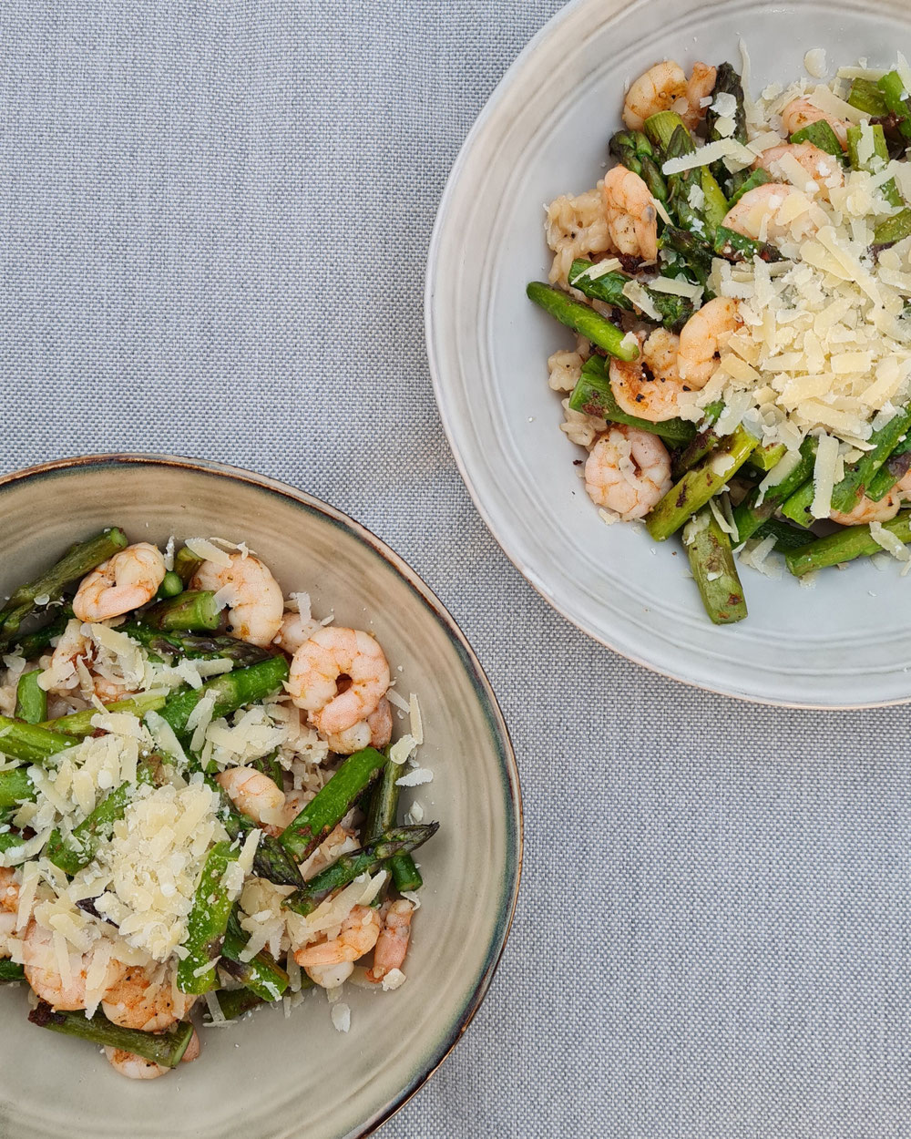 Risotto mit Parmesan, Garnelen & grünem Spargel