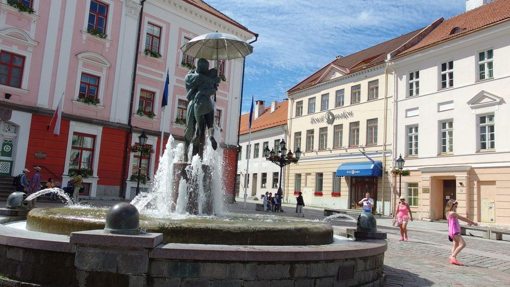 Brunnen Tartu, Küssende Studenten
