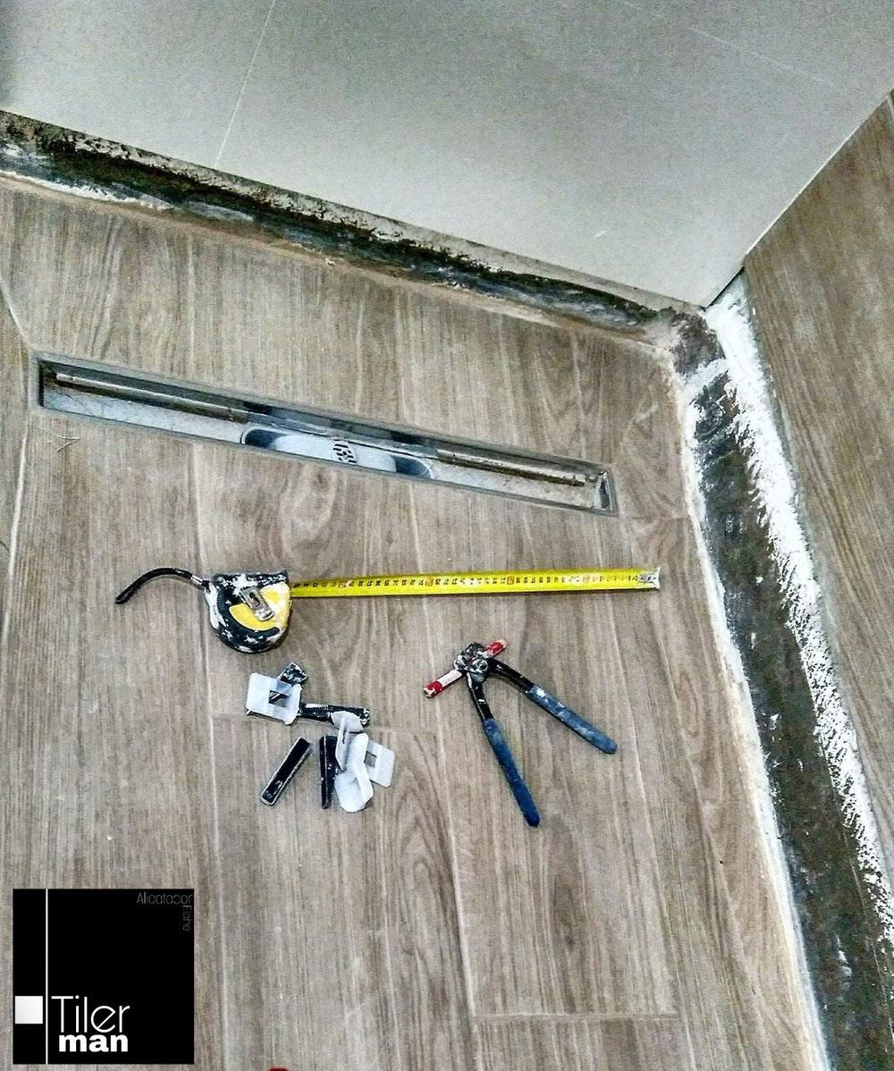 Proceso de colocación de un plato de ducha de obra al mismo nivel del suelo