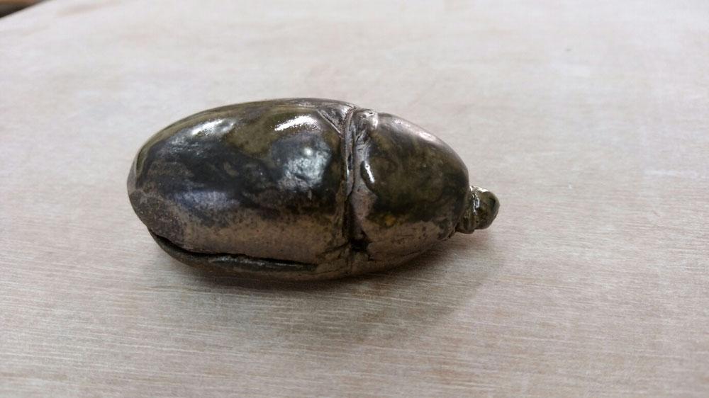 昆虫 メス 陶彫刻