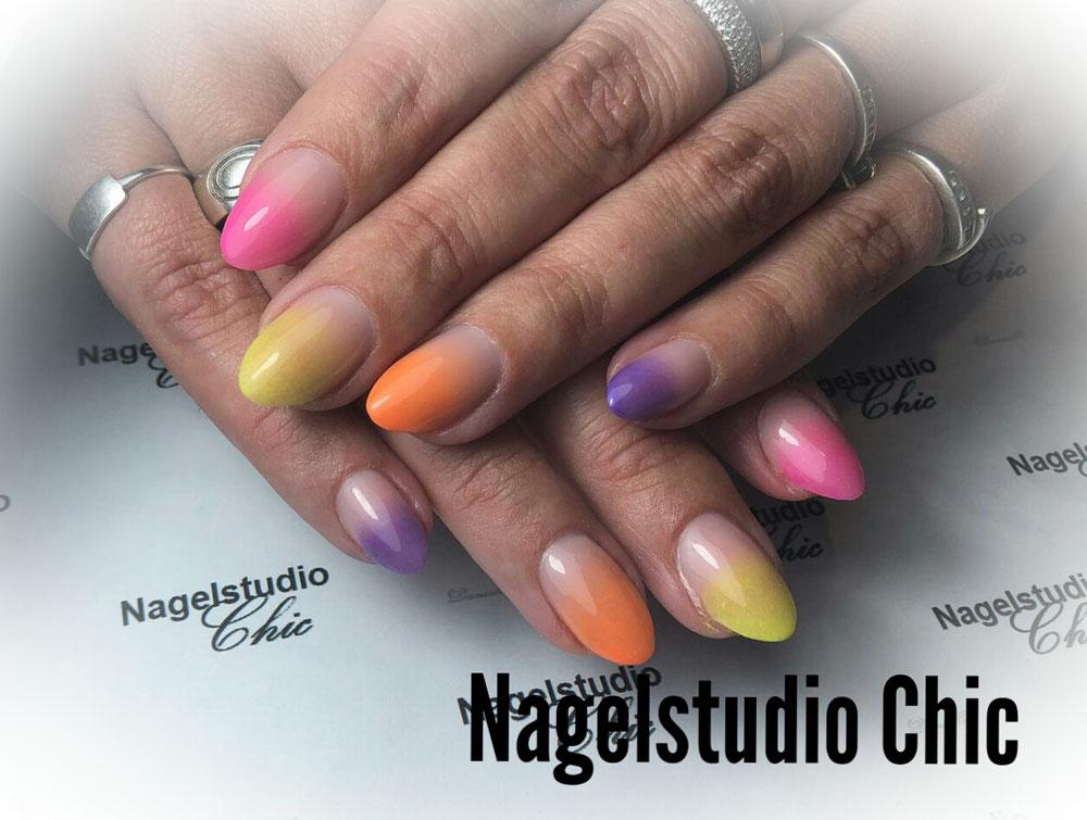Color boom nails