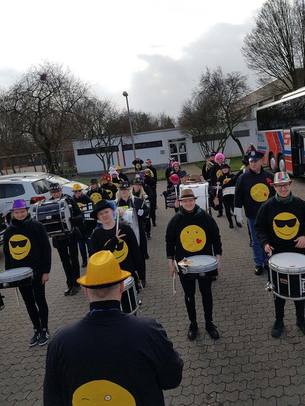 Karneval in Delrath mit dem Musikzug Halstenbek und den Red Diamonds Elmshorn
