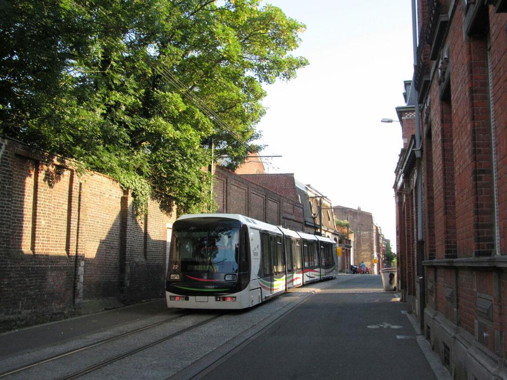 Un tramway VLC BREDA rue Chanzy à Tourcoing.
