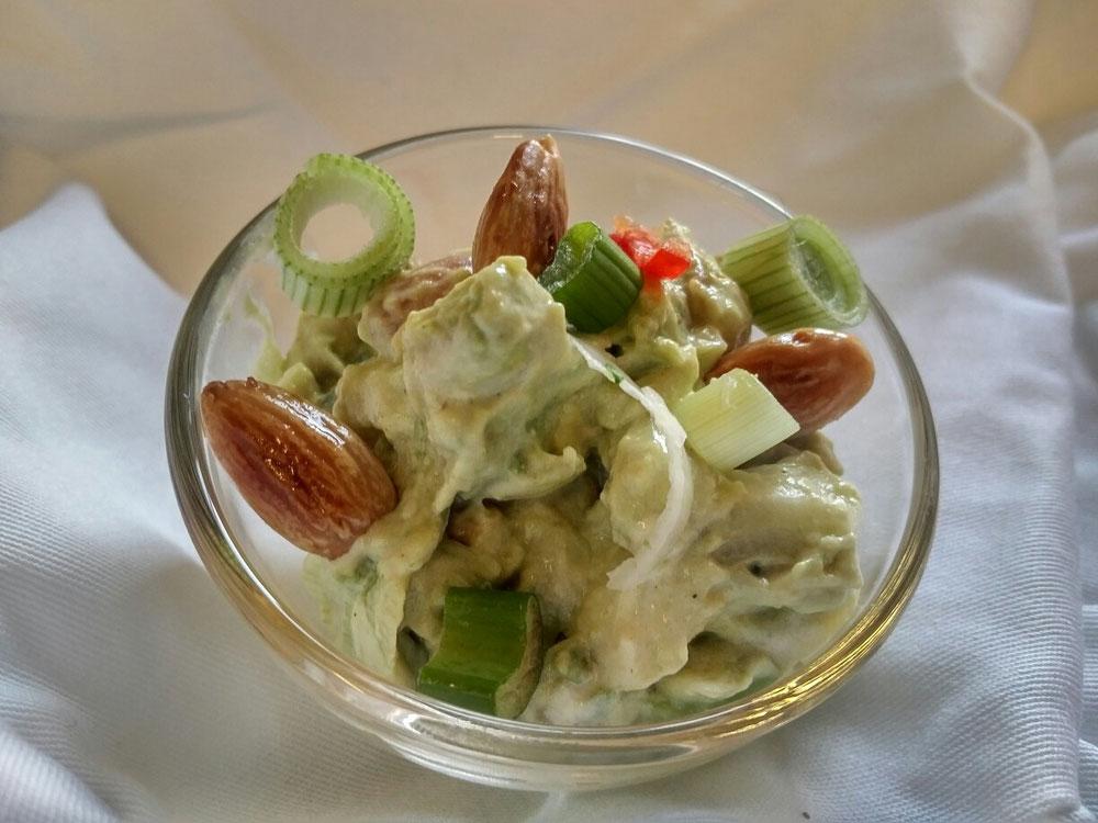 Avocado-Mandel-Salat nach Jamie Oliver