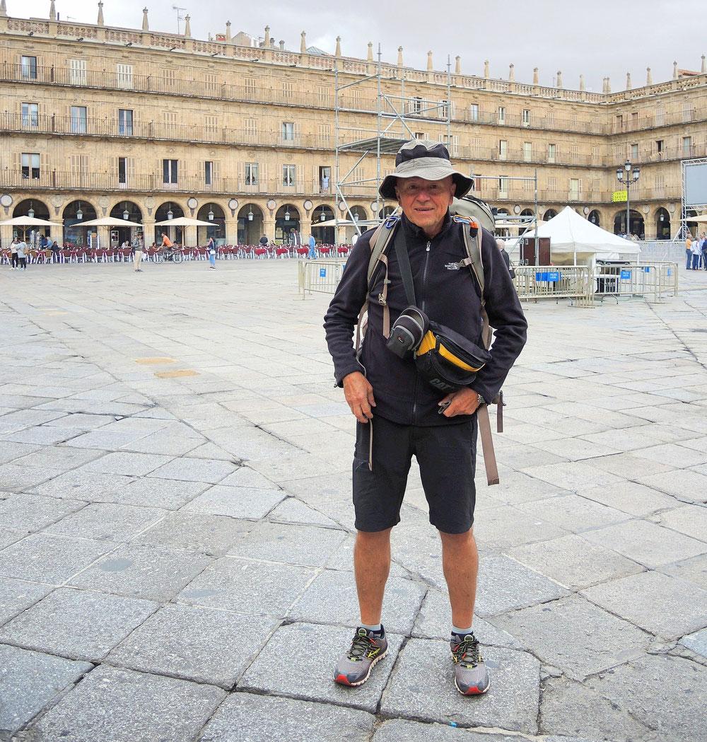 Jetzt starte ich in Salamanca wo ich vor einem Jahr aufhören müßte. Habe noch restliche 500 km zum laufen. Die Stimmung  ist gut.