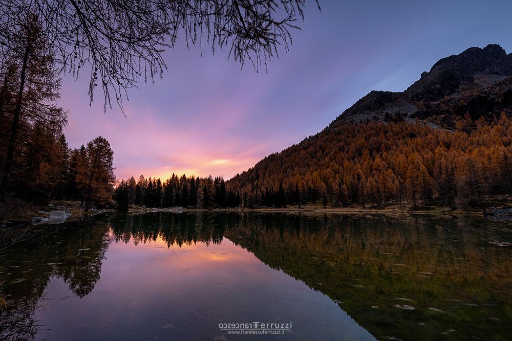 alba autunno sulle dolomiti al passo san pellegrino