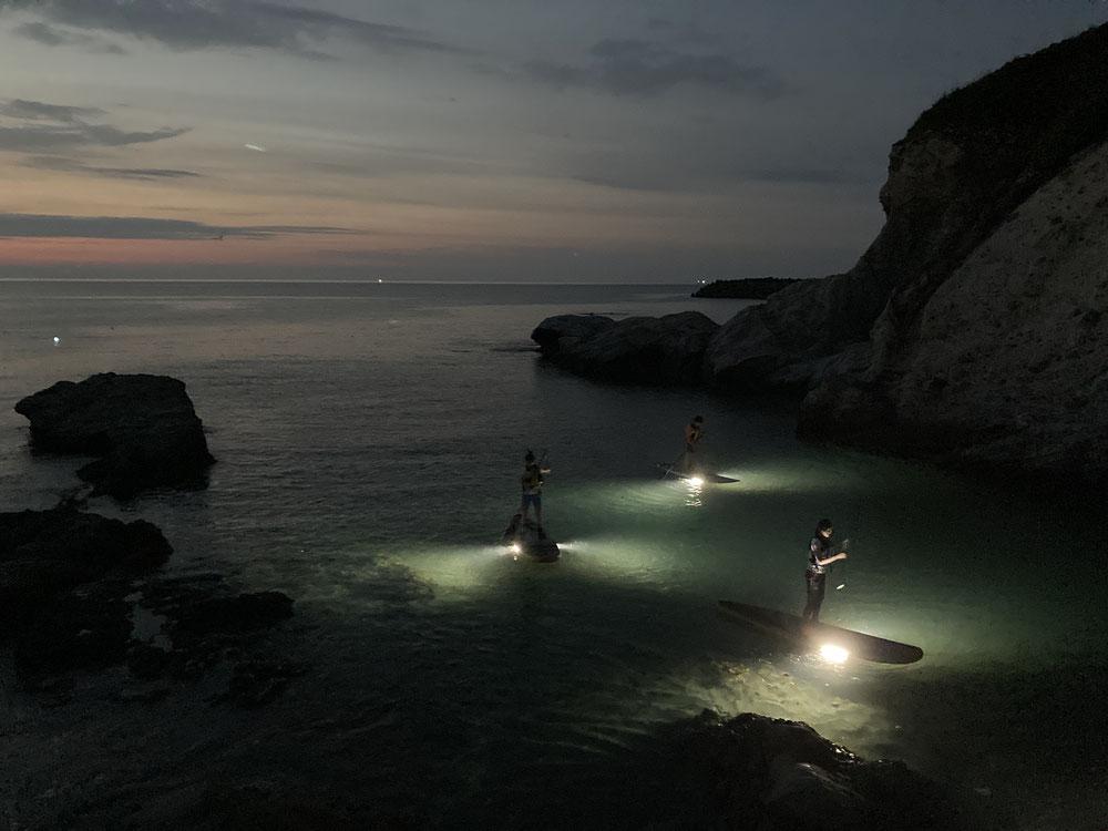 新潟県柏崎市鯨波海水浴場の小竹屋旅館でナイトSUP