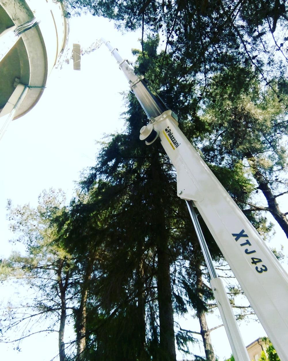 Riminigru noleggio piattaforma aerea ragno cingolata per telefonia a Cervia Ravenna