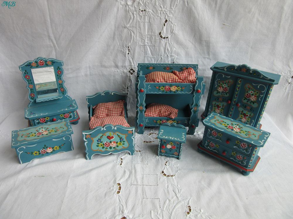 mobilier chambre de poupée