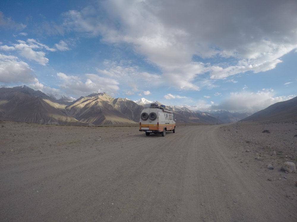 "Der ""Whakan-Korridor"" - Traumhafte Straße entlang des Grenzflusses zur Afghanistan"