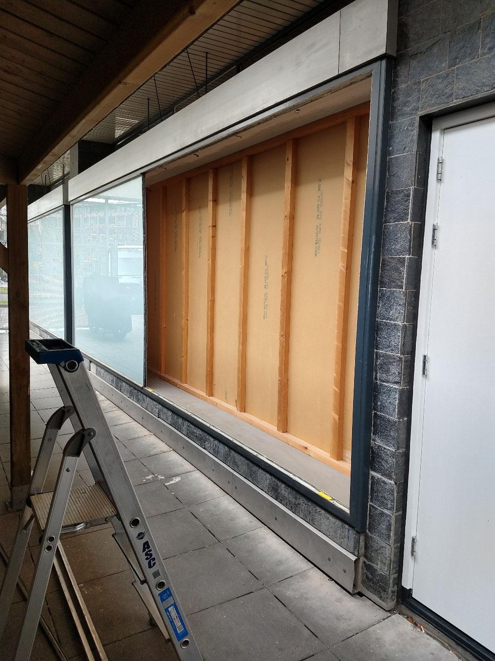 Grote raam verwijderd alles netjes opgeruimt