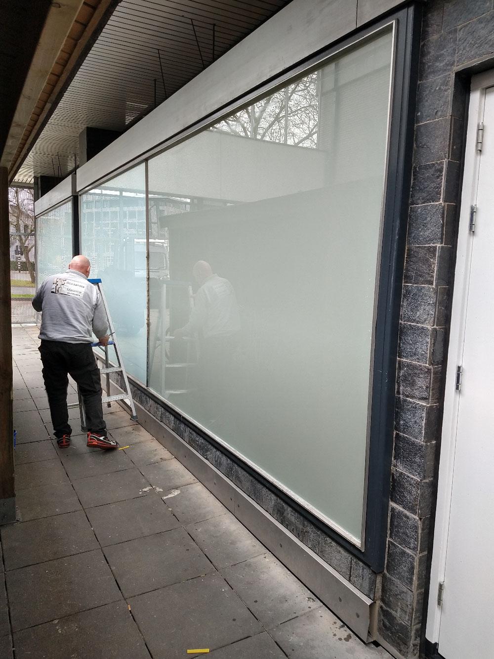 Veiligheid glas matte folie geplaatst