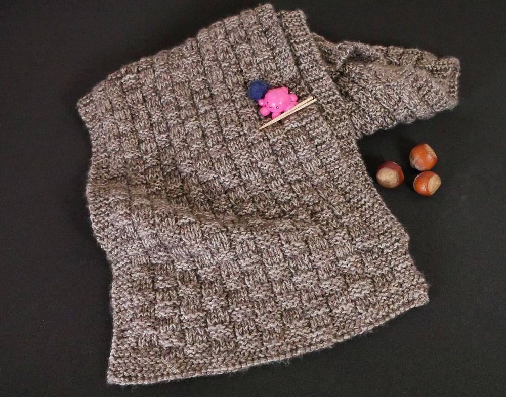 Der fertige Schal aus SILKY YAK im Basket Weave Muster, natürlich präsentiert von Kraki