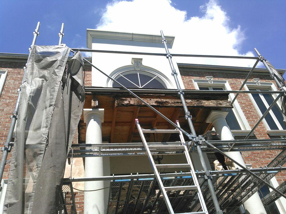 玄関 庇 修理