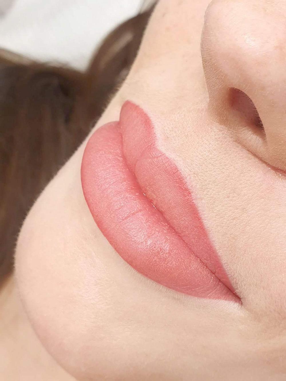 Usta permanentne Nude