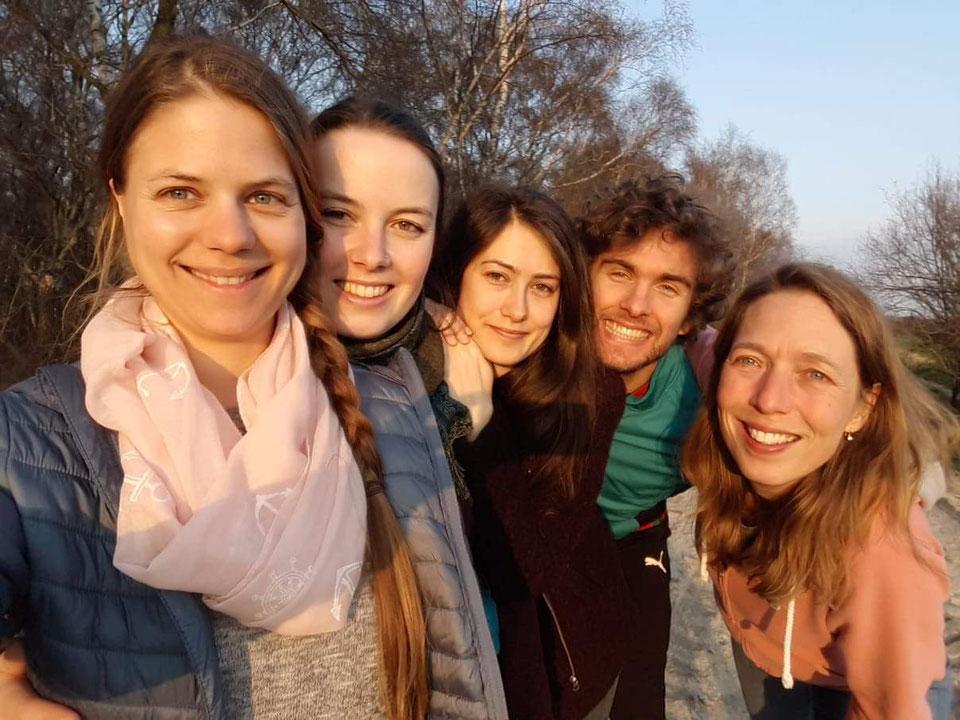 Von links nach rechts: Nadine, Jasmin, Nora, Philip, Roseline. Nicht auf dem Foto: Laura, Angela, Norina.