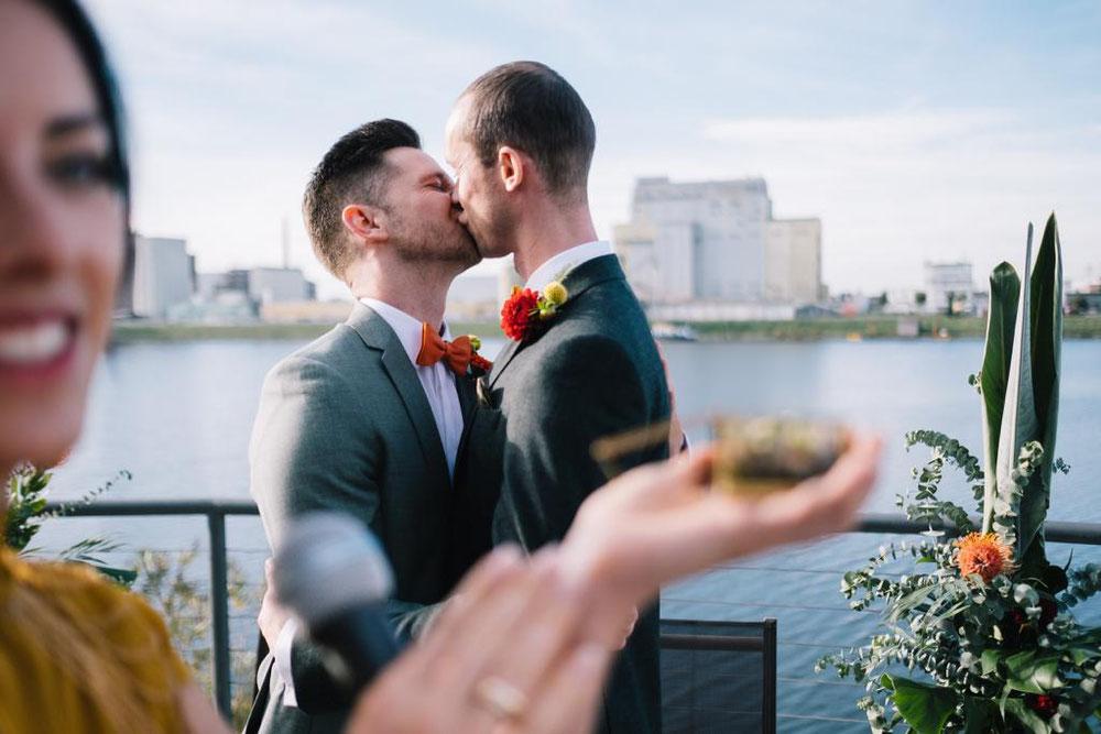 Die Liebe kennt keine Hautfarbe, Religion oder Geschlecht. Love is Love. FOTO: Marc Wiegelmann / Manufaktur Mannheim