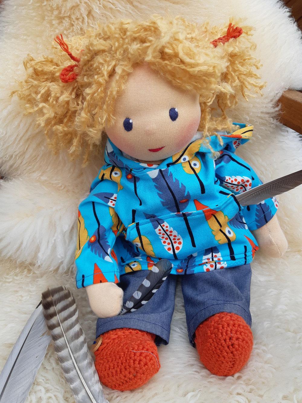 Bio-Stoffpuppe, individuelle Puppe passend zum Kind, Waldorfart, Puppenfreundin, Wunschpuppe, ökologische Kinderpuppe, bio-fair, ökofairliebt, handgemacht, Handarbeit, handgefertigt, Selbstakzeptanz, Naturmaterial, Puppenhandwerk, nachhaltiges Spielzeug