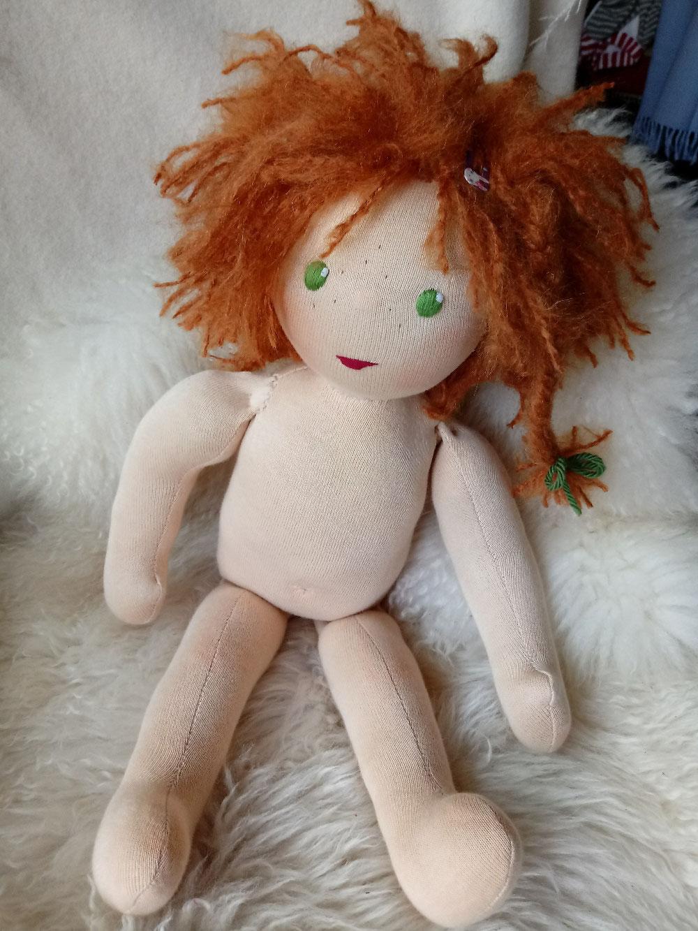 Bio-Stoffpuppe, individuelle Puppe passend zum Kind, Waldorfart, unisex. große Puppe, Empowerment, genderneutral, Erziehung, Wunschpuppe, ökologische Kinderpuppe, bio-fair, ökofairliebt, Selbstakzeptanz bei Kindern stärken, Naturmaterial, Puppenhandwerk