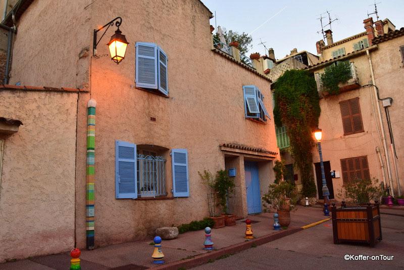 Kleine Gassen und Strassen an der Cote D' Azur in Frankreich