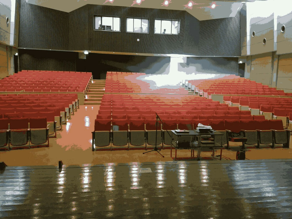講堂内ステージでごゆっくりお楽しみ下さい。