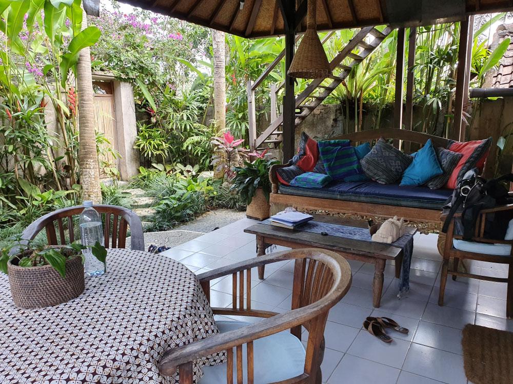 """Unsere Terasse mit Garten im """"Robinson Crusoe"""" Haus"""