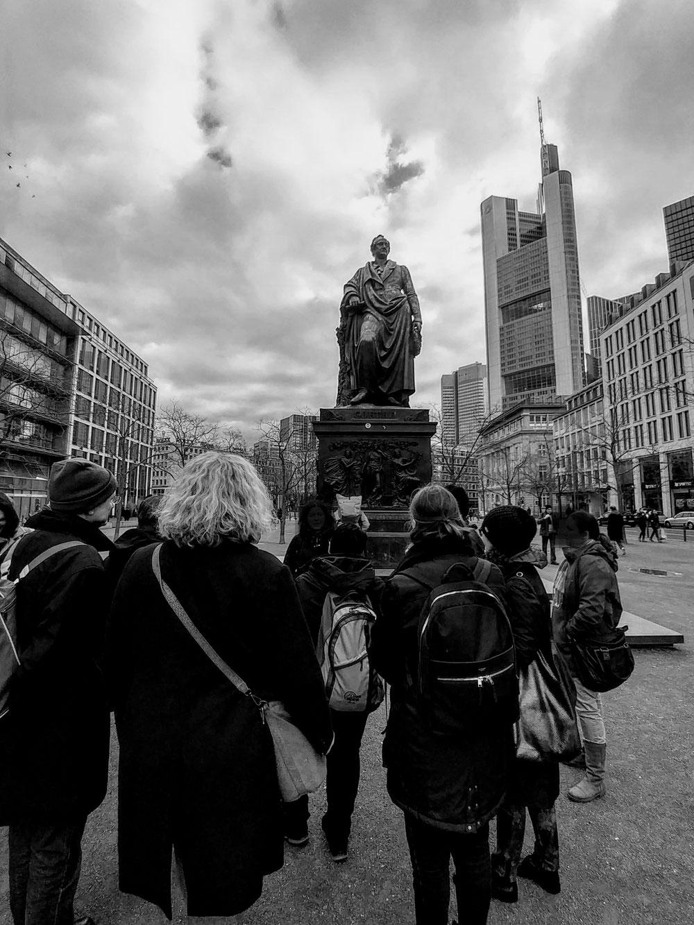Goethe-Denkmal und Commerzbanktower