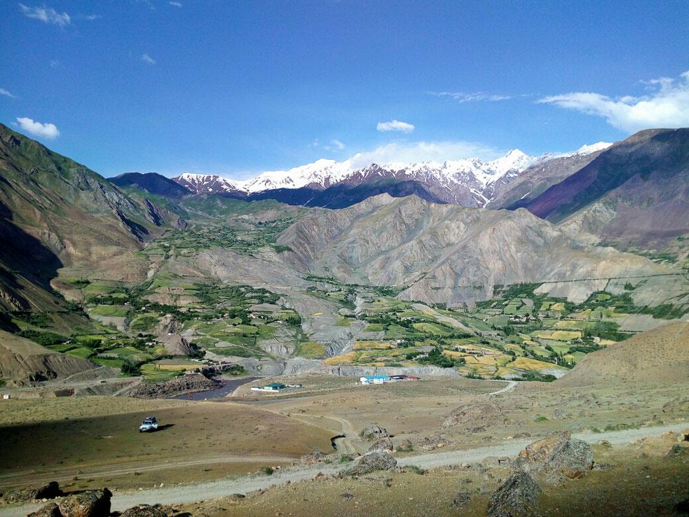 Unser Camp am Pamir Highway mit Ausblick auf Afghanistan