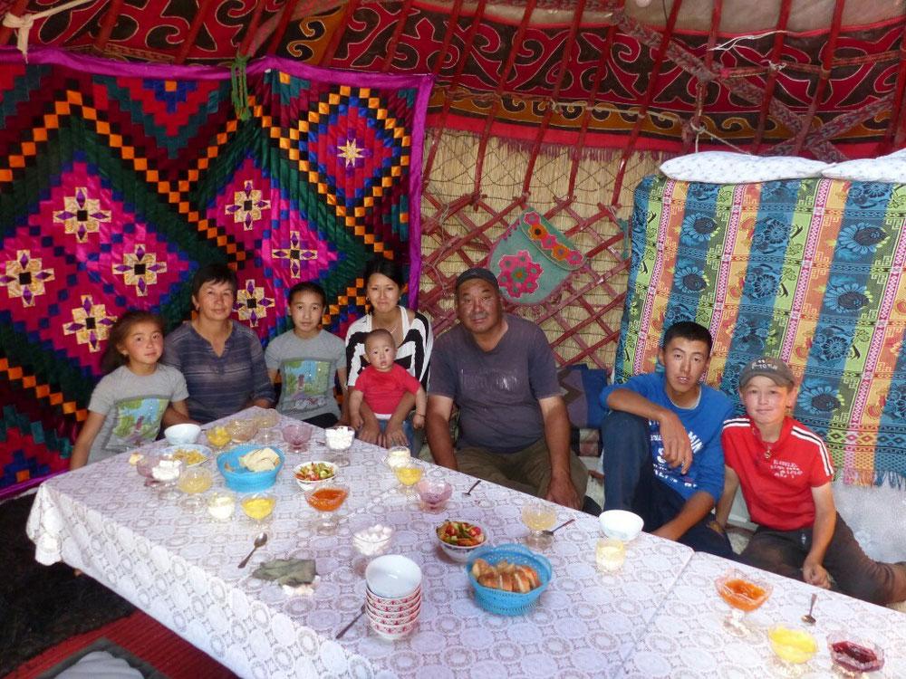 Eine liebe Familie! Jurte im Jayloo Kilemche!