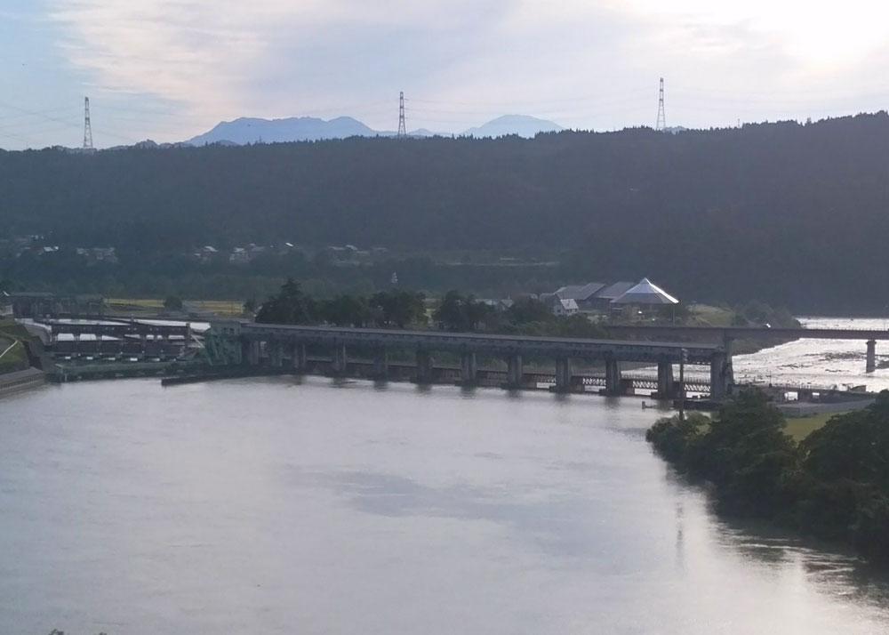 信濃川 宮中取水ダム