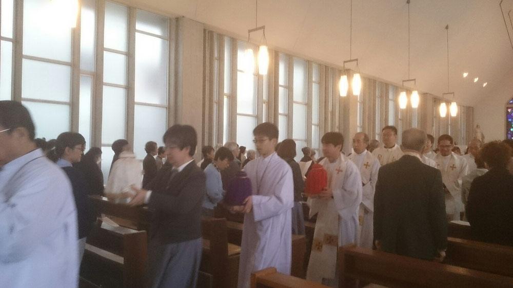 2017年4月12日カトリック河原町教会聖香油ミサ退堂