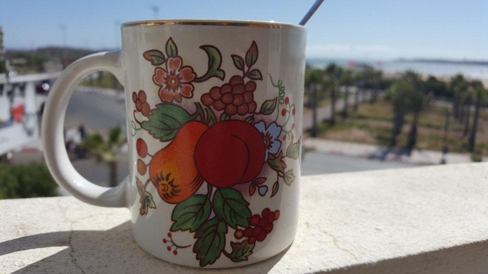 Ein letzter Kaffee noch auf unserem schönen Balkon in Essaouira und dann ziehen wir nun weiter nach Casablanca. Wir sind etwas wehmütig. Die Aussicht, das Kiten, der Strand....jetzt heißt es Koffer packen & auf in neue Abenteuer♥️🌞👨👩👧