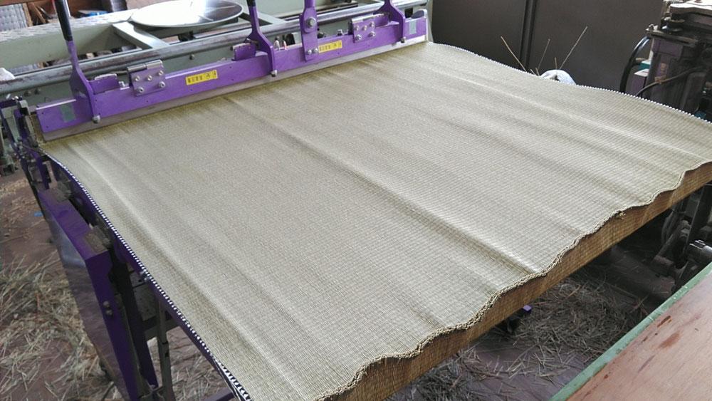 京間サイズの縁無し畳の作業中です。