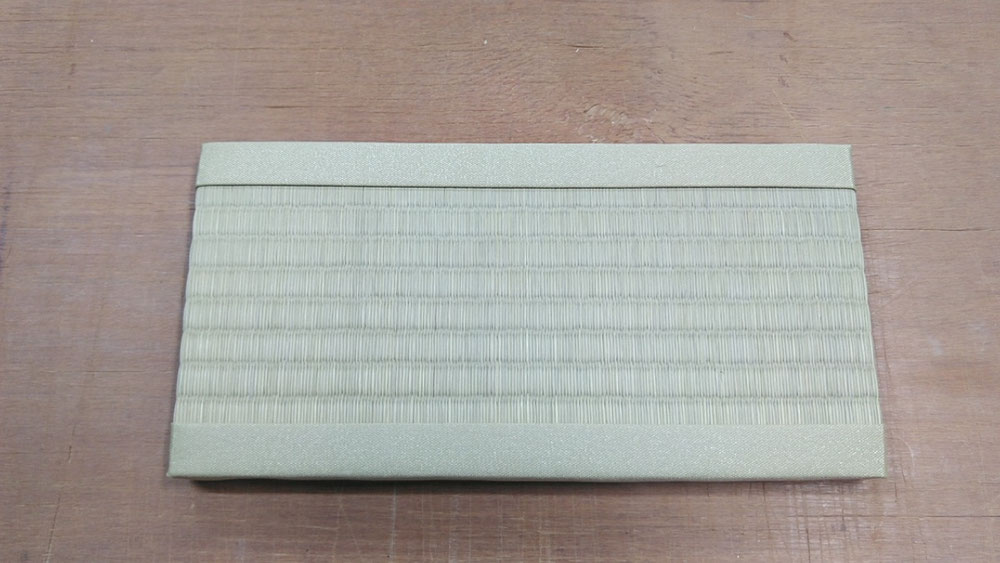 畳替えのご注文いただいたお礼用、ミニ畳です。(サイズは、約30cm×15cmです。)
