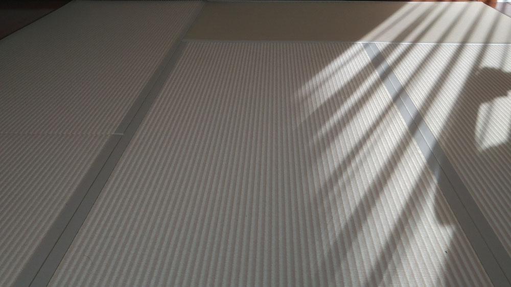 ダイケン健やかおもて、清流ストライプ 乳白色×白茶色を使用しました。