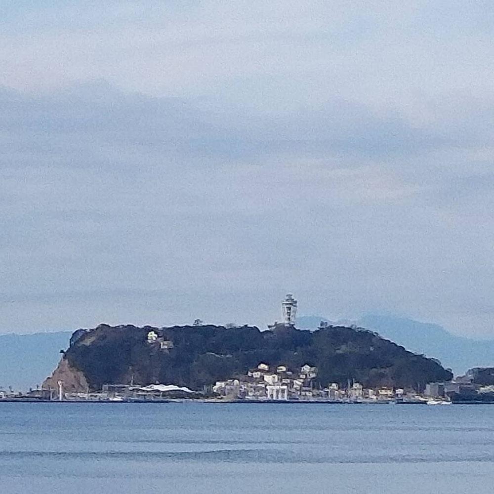 朝の江ノ島です。