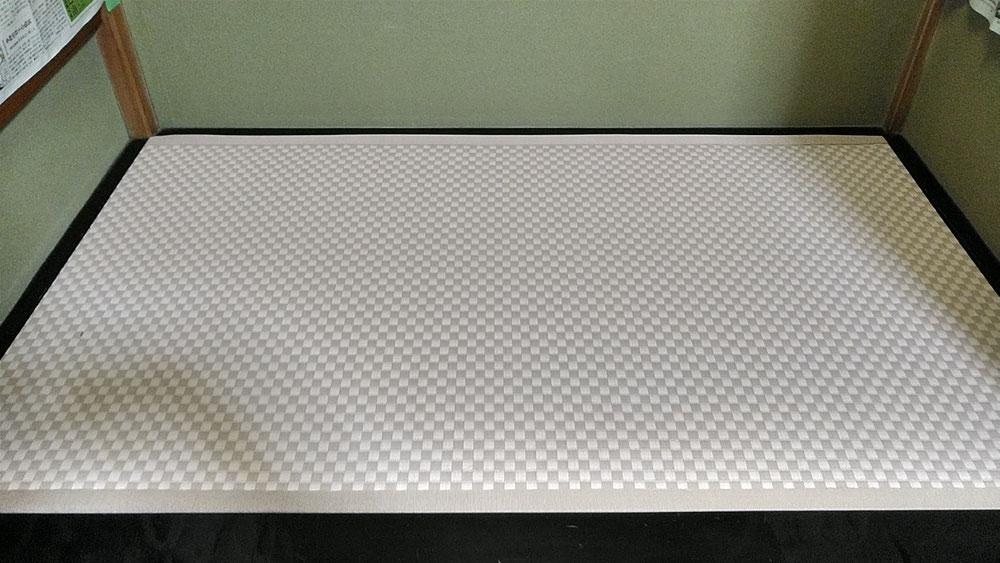 床の間は、セキスイMIGUSA 市松ピンク色表を使用しました。