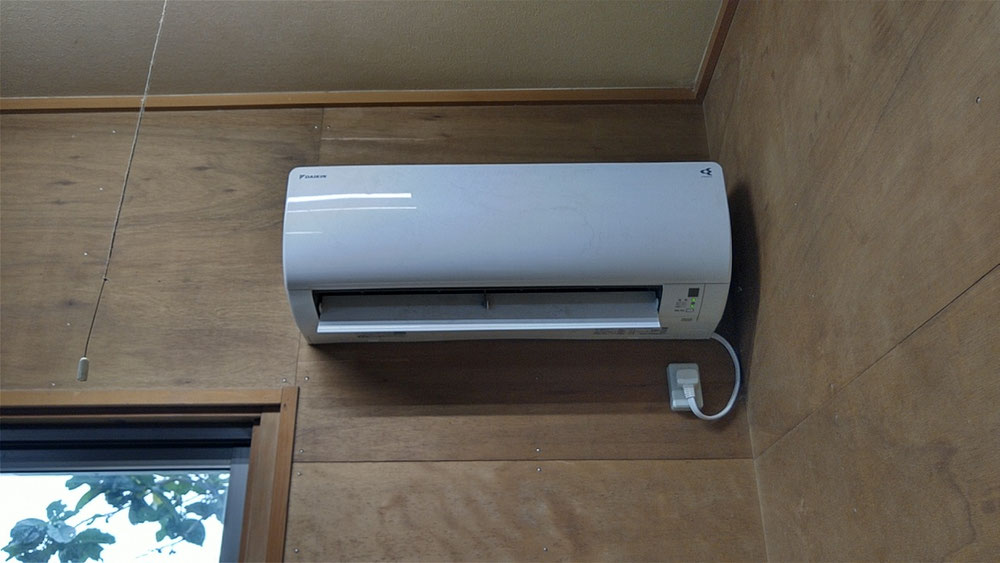 畳表の湿度管理徹底する為に、作業場にエアコンを導入しました。